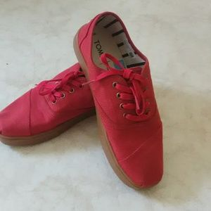 TOMS lace up shoes never worn